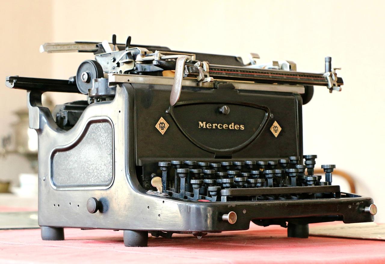mercedes-1613219_1280